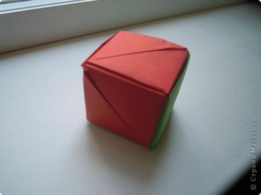 http://stranamasterov.ru/node/227280?c=favorite - вот ссылка на кубики.Очень интересная модель складывается из 6 квадратов! фото 7