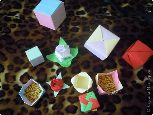 http://stranamasterov.ru/node/227280?c=favorite - вот ссылка на кубики.Очень интересная модель складывается из 6 квадратов! фото 13