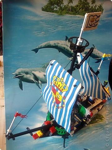 """Андрей создал корабль из 305 деталей """"лего"""" буквально за час."""