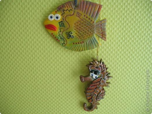 Приглянулась мне рыбка вот такая  http://stranamasterov.ru/node/153274?c=favorite и я срочно захотела сповторюшничать! Это мое первое изделие из теста и  думаю, что не последнее!   фото 3