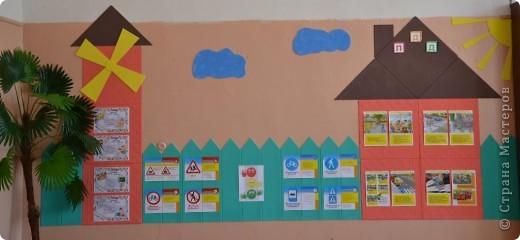 Стену оформила аппликацией из потолочной плитки. фото 3