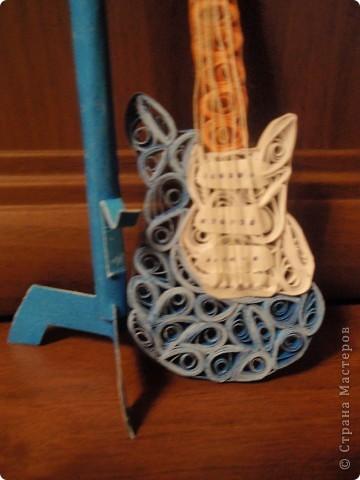 Мы с сестрой очень любим гитару! Увидела на днях в Стране Мастеров интересную идею и решила повторить) Думаю, сестре понравится... и я очень люблю смотреть как она радуется, когда я ей дарю свои поделки!!! фото 3
