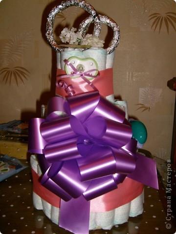Тортик из памперсов-подарок на свадьбу фото 1