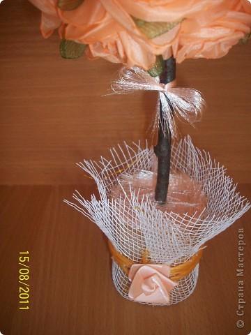 Очередное мое деревце из розочек из ткани.Еще раз спасибо : Калериночке, svet71 за розочки и деревья и STRINFLEX за идею распущенной ленточки! фото 2