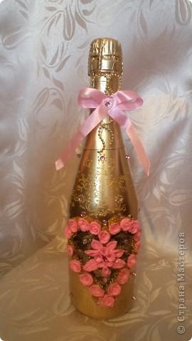 Заказали бутылочку в розовых тонах на золотом фоне молодым на годовщину свадьбы. Пойдут поздравлять свидетели.  фото 1