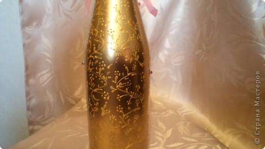 Заказали бутылочку в розовых тонах на золотом фоне молодым на годовщину свадьбы. Пойдут поздравлять свидетели.  фото 3