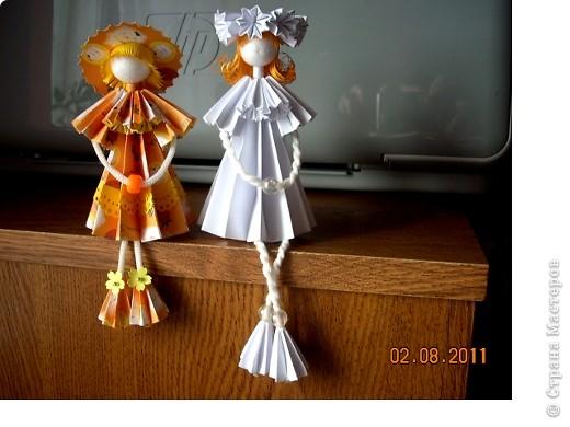 У Ирины (Sahalin) в блоге http://stranamasterov.ru/blog/3627  есть замечательные куколки-Аришки. Она научила нас делать их!  Перед вами -  мои Аришки. Они умеют сидеть... фото 1
