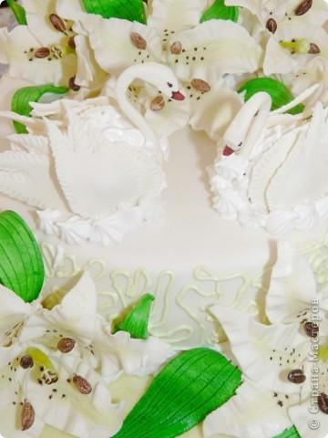 Мой первый свадебный тортик делала в феврале племяшке на никах. Хотелось сделать сразу все. Поэтому все в куче. фото 2