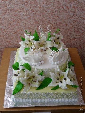 Мой первый свадебный тортик делала в феврале племяшке на никах. Хотелось сделать сразу все. Поэтому все в куче. фото 1