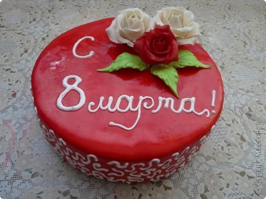 Это мой самый первый торт. Делала свекрови на день рождения. Шоколада на второй ярус не хватило, мазала чем попало(что было все смешала)  Внутри Птичье молоко фото 2