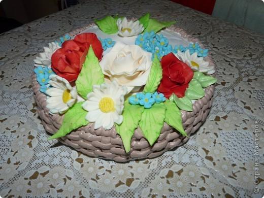 Это мой самый первый торт. Делала свекрови на день рождения. Шоколада на второй ярус не хватило, мазала чем попало(что было все смешала)  Внутри Птичье молоко фото 4