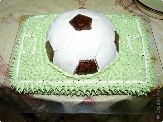 Это мой самый первый торт. Делала свекрови на день рождения. Шоколада на второй ярус не хватило, мазала чем попало(что было все смешала)  Внутри Птичье молоко фото 5
