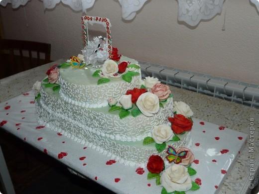 Мой первый свадебный тортик делала в феврале племяшке на никах. Хотелось сделать сразу все. Поэтому все в куче. фото 6