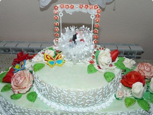 Мой первый свадебный тортик делала в феврале племяшке на никах. Хотелось сделать сразу все. Поэтому все в куче. фото 5