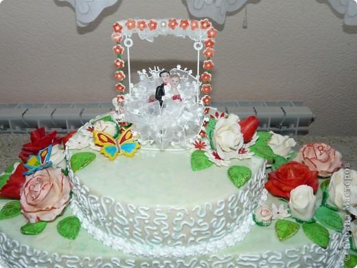 Мой первый свадебный тортик делала в феврале племяшке на никах. Хотелось сделать сразу все. Поэтому все в куче. фото 4