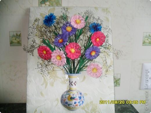 Вот такой незатейливый букет получился у меня из цветочков, которые пролежали пол года в коробочке. Дошла и до них очередь. Не за горами начало учебного года, нужно побольше сделать детям образцов для работы, вот и собрала. А что из этого получилось - судить вам... фото 1