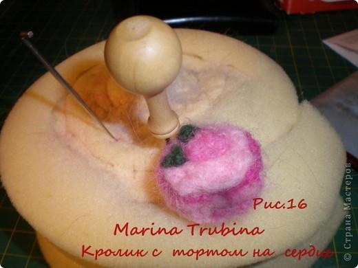 Войлочного кролика с тортиком на сердце сваляла  к Дню Рождения старшего сына  для украшения его подарка!!! Лапки у кролика на ниточном креплении. фото 17