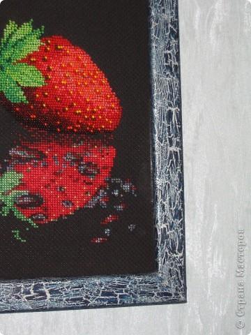 Картина панно рисунок Рама паспарту Вышивка Вышивка крестом Декупаж Клубника Отражение Бисер Краска фото 3.