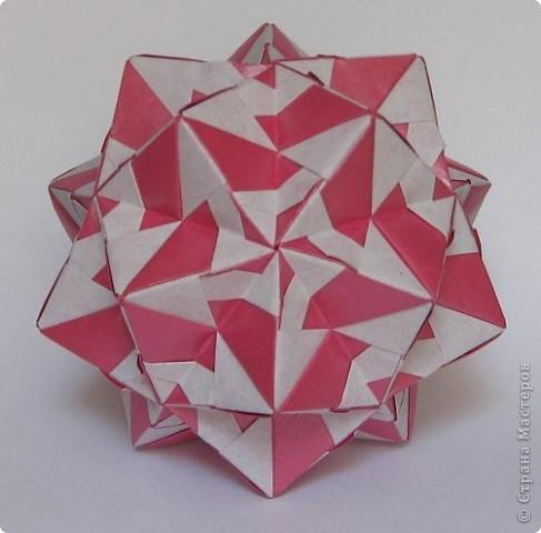 Всем привет! В последнее время не хватает времени на кусудамы. Занимаемся заготовками на зиму - помидоры, баклажаны, перец.  Вот эта парочка кусудам сложилась давно, но показываю сейчас.  Truncated Rhombic Triacontahedron by Daniel Kwan Схема: http://www.flickr.com/photos/8303956@N08/652339064/in/faves-64195347@N08/ фото 3