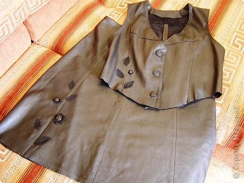 Новая старая кожа. Жилет и юбка из старого плаща.