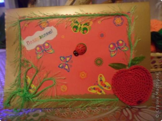 Скоро у моей подружки День Рождения. И я решила сделать ей такую яблочную открыточку по скетчу. Это моя первая открыточка, которую я подарю.  Яблочко связано крючком.  фото 1