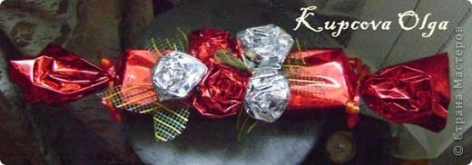 Купила подруге на день рождение подарок,так просто дарить не интересно,решила завернуть в красивую бумагу в виде конфеты,но всё равно пусто как то.Вот что у меня в итоге получилось. Начинаем украшательство фото 1