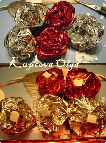 Купила подруге на день рождение подарок,так просто дарить не интересно,решила завернуть в красивую бумагу в виде конфеты,но всё равно пусто как то.Вот что у меня в итоге получилось. Начинаем украшательство фото 9