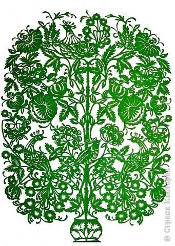 Этой вытынанке уже три года, но она мне по-прежнему нравится. Это мировое дерево и вазон одновременно. Композицию составила самостоятельно, но чувствуется сильное влияние петриковской росписи, которую очень люблю.