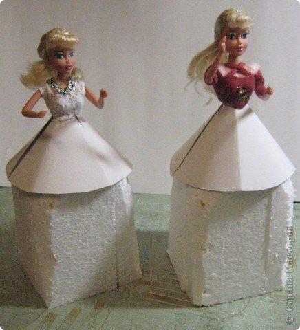 Хочу Вам описать как делаю куклы из конфет, вернее их платья. Так получилось, что на этот раз я делала две куклы параллельно и такой же получился и МК. фото 13