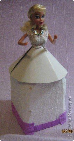 Хочу Вам описать как делаю куклы из конфет, вернее их платья. Так получилось, что на этот раз я делала две куклы параллельно и такой же получился и МК. фото 14