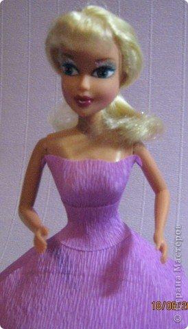 Хочу Вам описать как делаю куклы из конфет, вернее их платья. Так получилось, что на этот раз я делала две куклы параллельно и такой же получился и МК. фото 17
