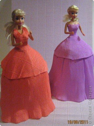 Хочу Вам описать как делаю куклы из конфет, вернее их платья. Так получилось, что на этот раз я делала две куклы параллельно и такой же получился и МК. фото 18