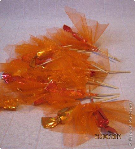 Цветы из органзы с конфетами 86