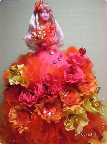 Хочу Вам описать как делаю куклы из конфет, вернее их платья. Так получилось, что на этот раз я делала две куклы параллельно и такой же получился и МК. фото 22