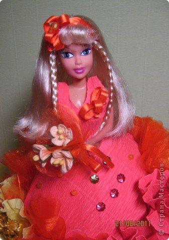 Хочу Вам описать как делаю куклы из конфет, вернее их платья. Так получилось, что на этот раз я делала две куклы параллельно и такой же получился и МК. фото 24