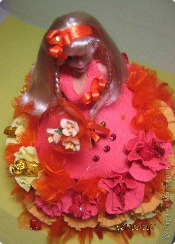 Хочу Вам описать как делаю куклы из конфет, вернее их платья. Так получилось, что на этот раз я делала две куклы параллельно и такой же получился и МК. фото 25
