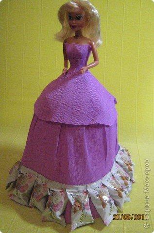 Хочу Вам описать как делаю куклы из конфет, вернее их платья. Так получилось, что на этот раз я делала две куклы параллельно и такой же получился и МК. фото 29