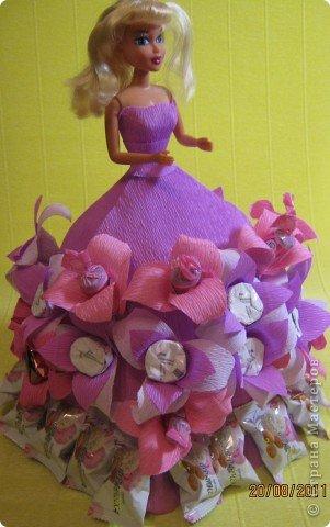 Хочу Вам описать как делаю куклы из конфет, вернее их платья. Так получилось, что на этот раз я делала две куклы параллельно и такой же получился и МК. фото 30