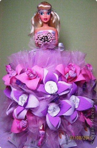 Хочу Вам описать как делаю куклы из конфет, вернее их платья. Так получилось, что на этот раз я делала две куклы параллельно и такой же получился и МК. фото 31