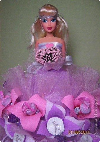 Хочу Вам описать как делаю куклы из конфет, вернее их платья. Так получилось, что на этот раз я делала две куклы параллельно и такой же получился и МК. фото 32
