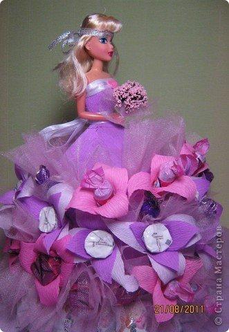 Хочу Вам описать как делаю куклы из конфет, вернее их платья. Так получилось, что на этот раз я делала две куклы параллельно и такой же получился и МК. фото 34