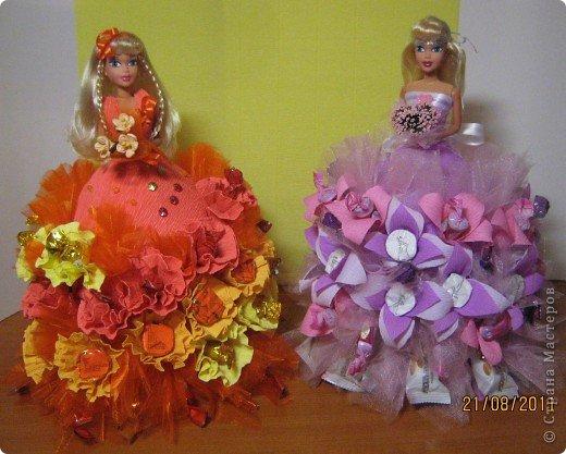 Хочу Вам описать как делаю куклы из конфет, вернее их платья. Так получилось, что на этот раз я делала две куклы параллельно и такой же получился и МК. фото 1