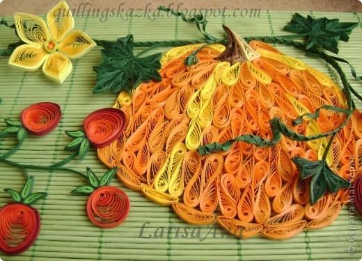 Всем доброго дня!!!!!!!  Очень много  уже сделано в технике квиллинг разных овощей и фруктов, решила совместить в композицию тыкву с помидорчиками черри! фото 3