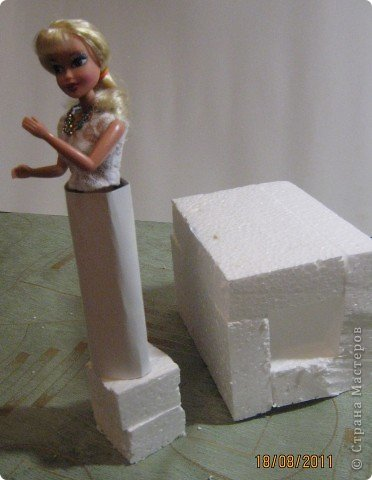 Хочу Вам описать как делаю куклы из конфет, вернее их платья. Так получилось, что на этот раз я делала две куклы параллельно и такой же получился и МК. фото 8