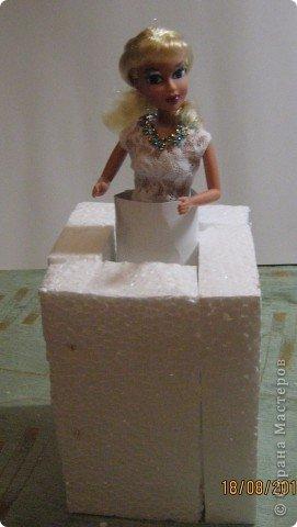 Хочу Вам описать как делаю куклы из конфет, вернее их платья. Так получилось, что на этот раз я делала две куклы параллельно и такой же получился и МК. фото 9