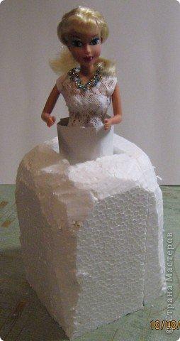 Хочу Вам описать как делаю куклы из конфет, вернее их платья. Так получилось, что на этот раз я делала две куклы параллельно и такой же получился и МК. фото 10