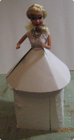 Хочу Вам описать как делаю куклы из конфет, вернее их платья. Так получилось, что на этот раз я делала две куклы параллельно и такой же получился и МК. фото 12