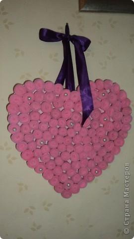 Из листа гофрокартона вырезала середчко и покрасила розовой краской фото 1