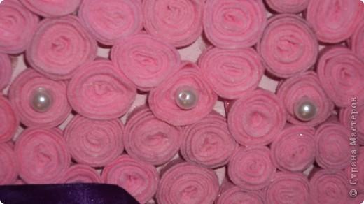 Из листа гофрокартона вырезала середчко и покрасила розовой краской фото 2