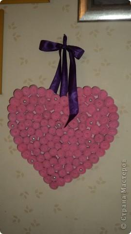 Из листа гофрокартона вырезала середчко и покрасила розовой краской фото 3